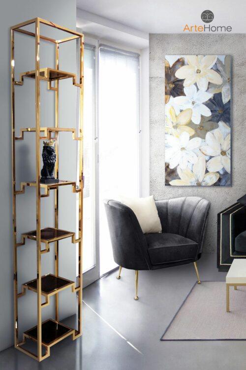 Regał Słupek złoty fotel Aveiro złote nogi Obraz Azalie aranżacja salonu