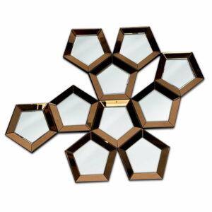 Futurystyczne nowoczesne lustro zbudowane z wielu wypukłych pięciokątów