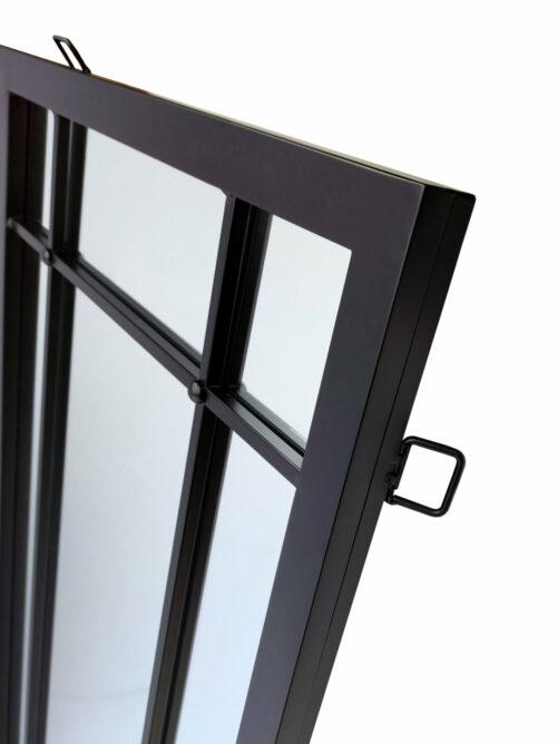 Fragment lustra w czarnej ramie ze szprosami - lustro loftowe Brooklyn